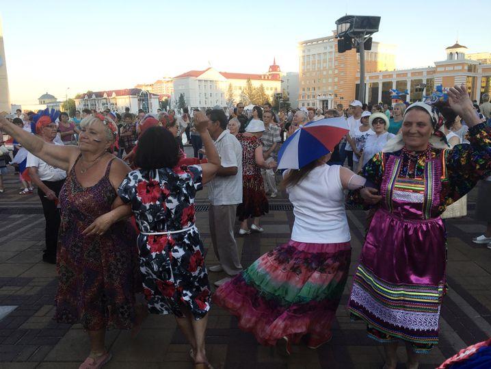 Tanzen im Zentrum von Saransk