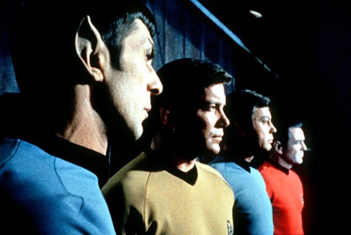 Nimoy als Spock mit Kollegen von der Enterprise