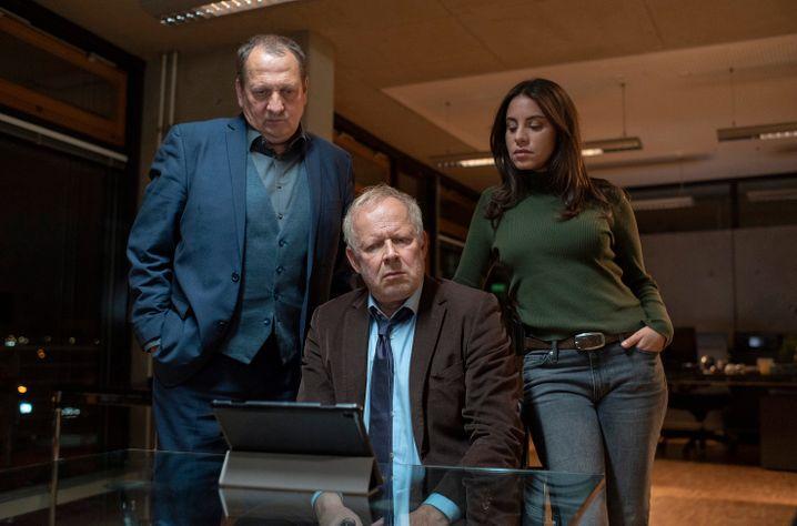 Borowski (Axel Milberg, M.) mit Chef und Kollegin: Schon wieder auf der Jagd nach Kai Korthals