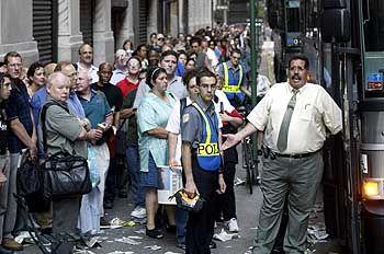 Die U-Bahn wird noch lange ausfallen, die Menschen müssen auf Busse ausweichen
