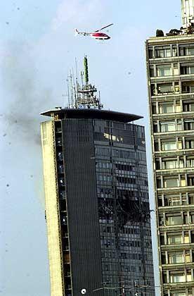 in den oberen Stockwerken kam es zu mehreren Explosionen