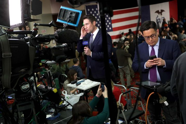 Was nun? Verwirrte Journalisten bei Bernie Sanders' Wahlparty in Des Moines