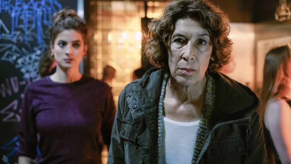 Fellner (Adele Neuhauser) mit Dealerin: Einfach keine Nachtruhe
