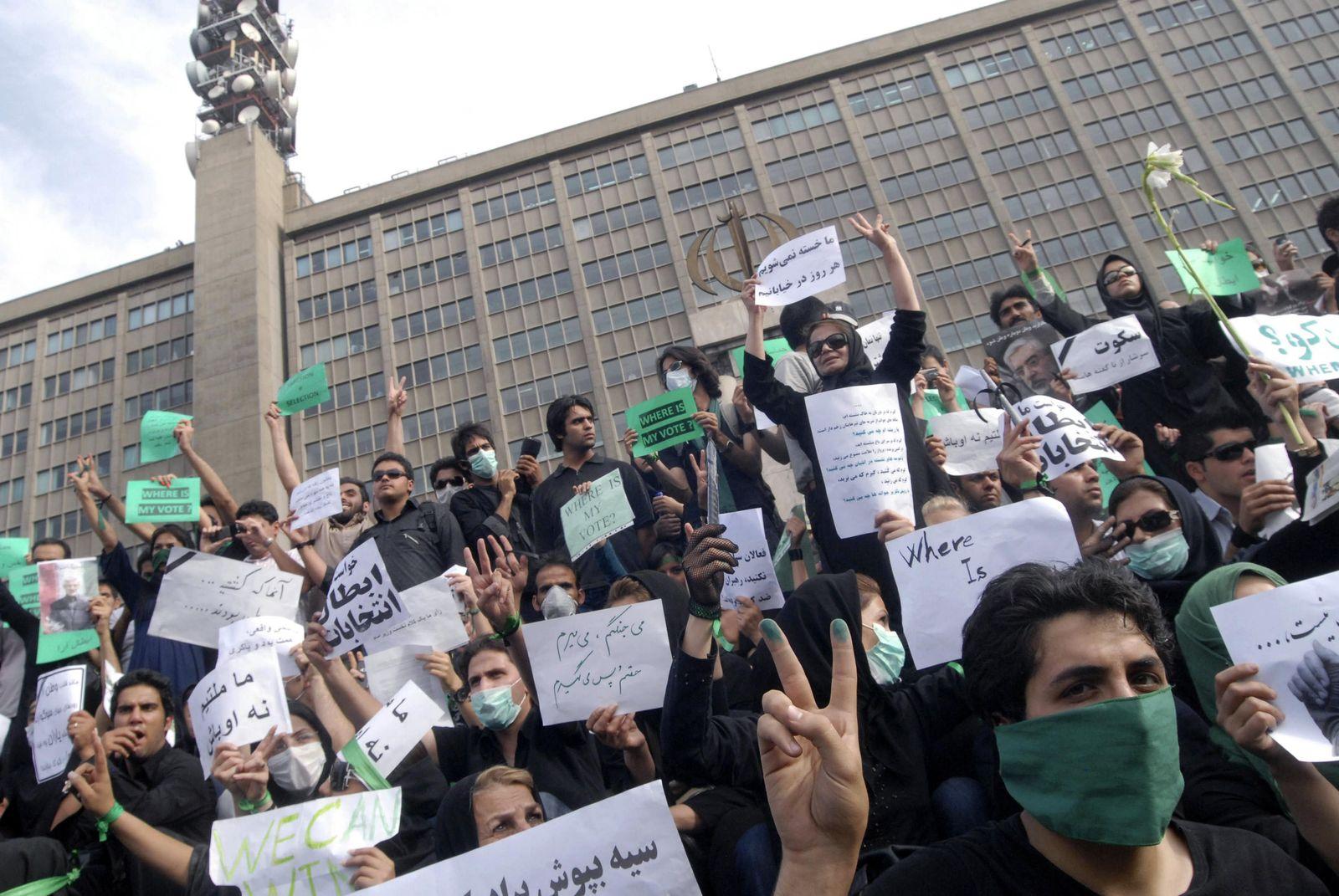 IRAN/REVOLUTION-INTERNET