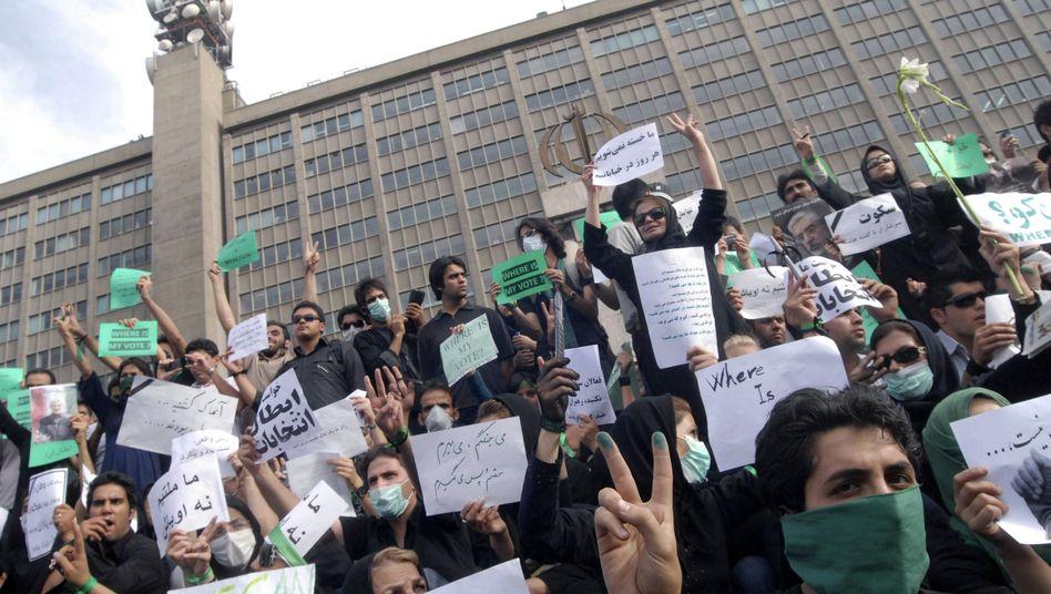 Anti-Ahmadinedschad-Demonstranten (Juni 2009): Internetkontrolle wird weiter verschärft