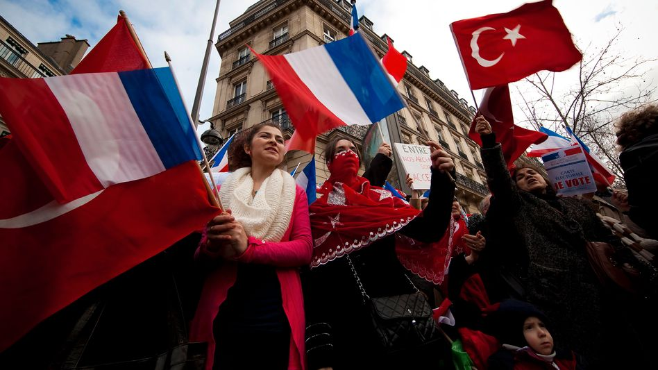 Demonstration in Paris (im Januar): Völkermord-Gesetz ist verfassungswidrig