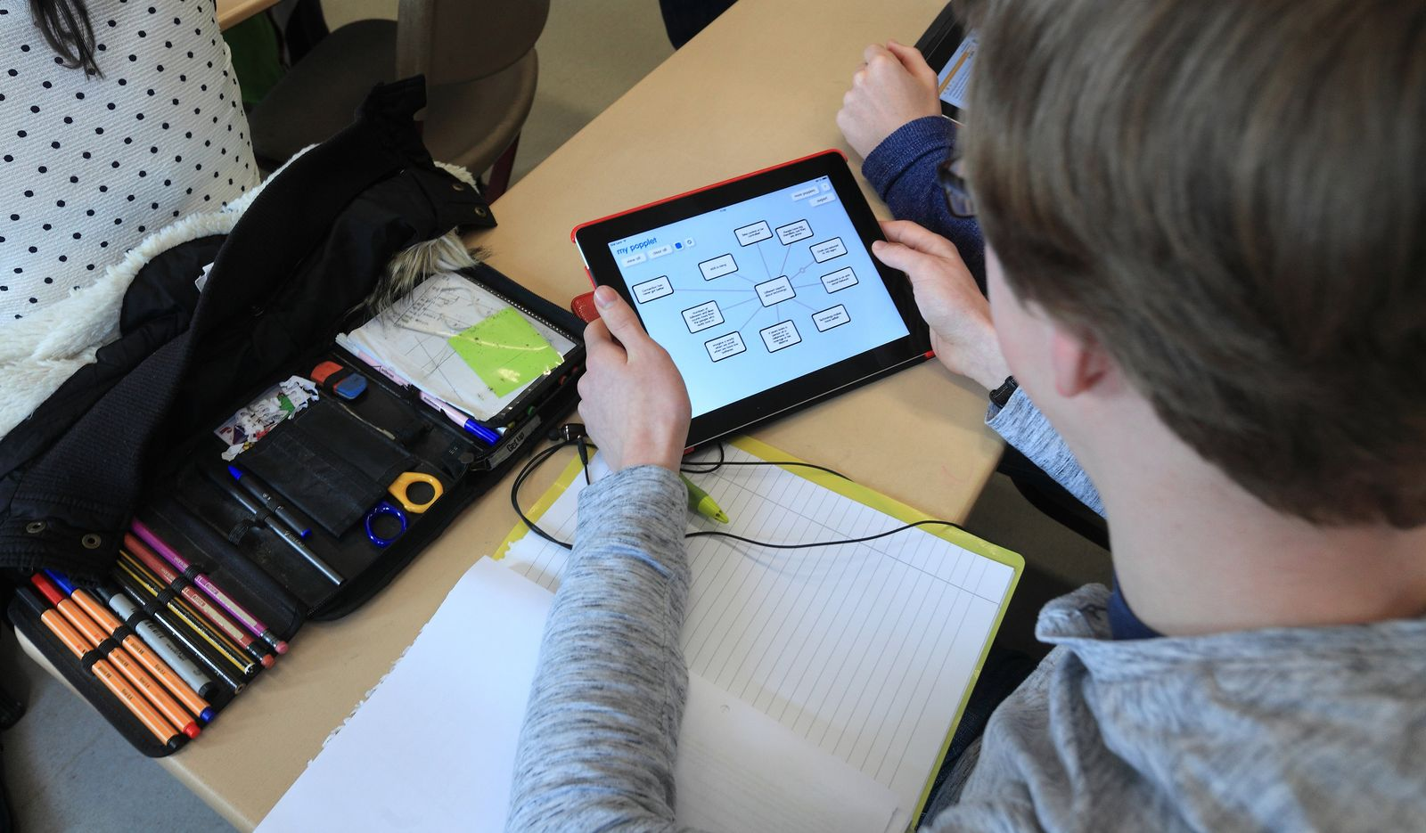 Tablets in Schulen / Schulen müssen digitaler werden
