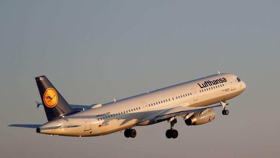 Lufthansa-Flugzeug (Symbolbild): Rückflug als Vorsichtsmaßnahme