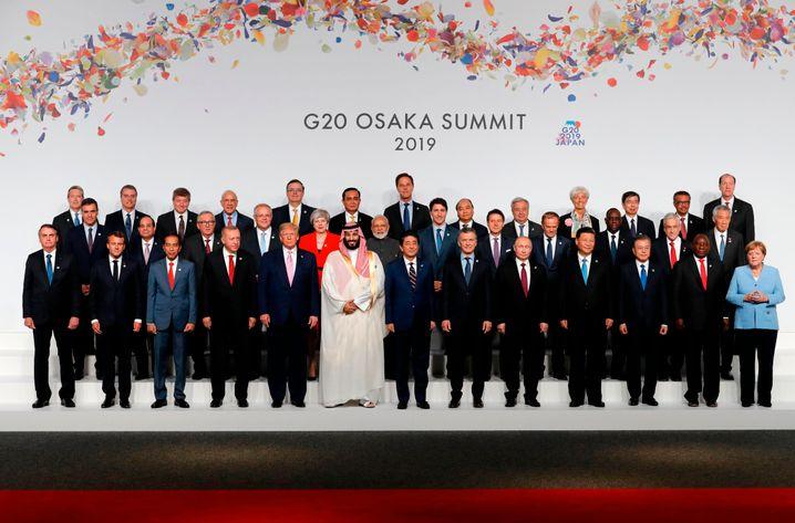 Abschlussfoto des G20-Gipfels in Osaka (Juni, 2019): »Die Kriminellen in der Mitte«