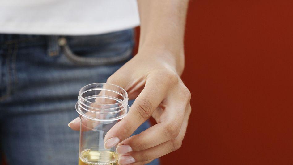 Urin als Therapie: Allheilmittel oder esoterischer Quatsch?