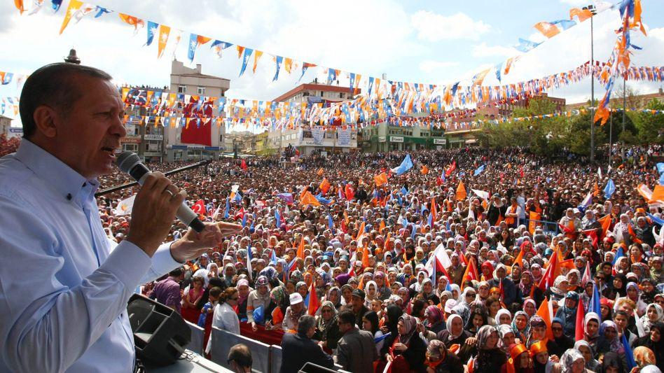 """Wahlkämpfer Erdogan: """"Die Türkei wird ein reiches Land werden"""""""