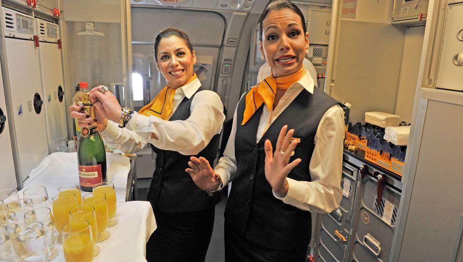 Stewardessen: Die Lufthansa will beim Telefonierverbot bleiben