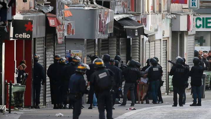 Fotostrecke: Tote und Festnahmen bei Anti-Terror-Einsatz