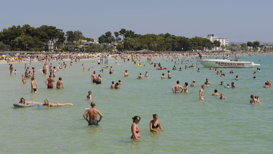 Strand von Alcudia, Mallorca: Für 20 Prozent der Deutschen ist Urlaub zu teuer