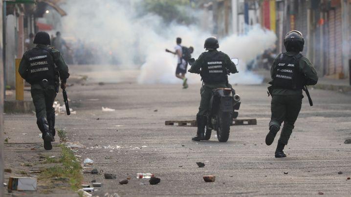 Fotostrecke: Showdown an der Grenze