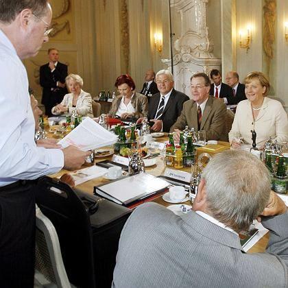 Kanzlerin Merkel, Minister bei Klausur in Meseberg: Programm bis in den späten Abend