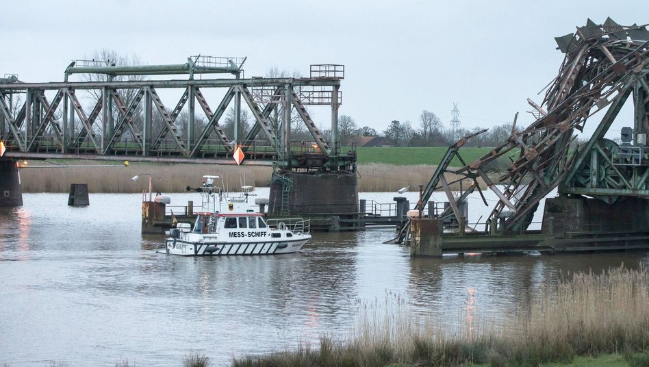 Schiffsunfall auf der Ems: Schwer beschädigte Eisenbahnbrücke muss neu gebaut werden