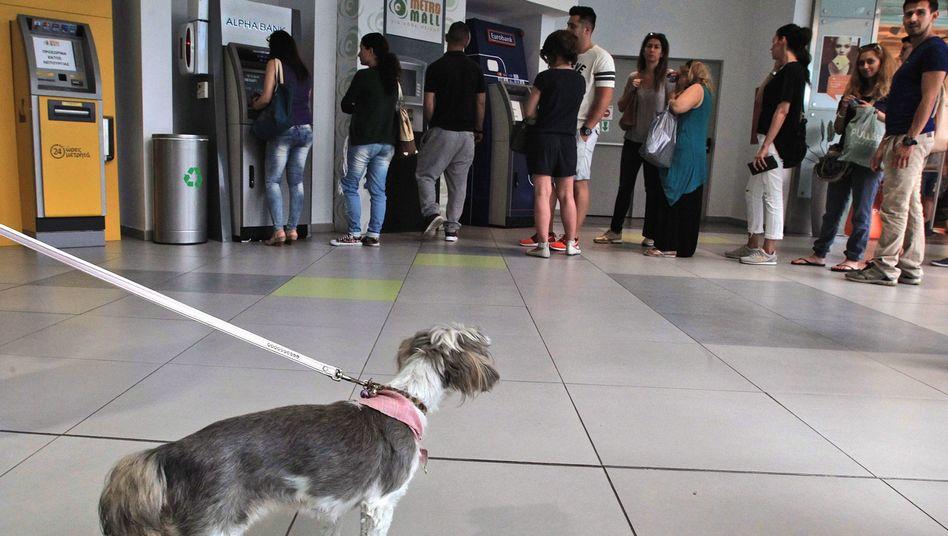 Geldautomat in Athen: Möglicherweise müssen die Banken am Montag schließen