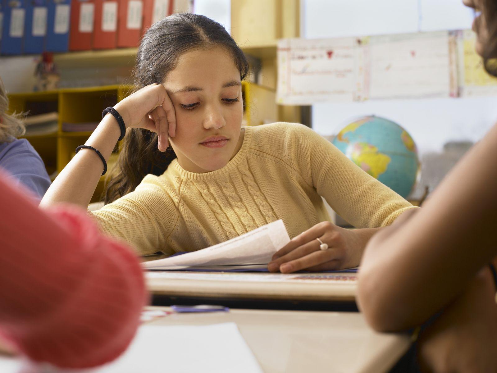 NICHT MEHR VERWENDEN! - Symbolbild Schülerin / Bildung / Lernen