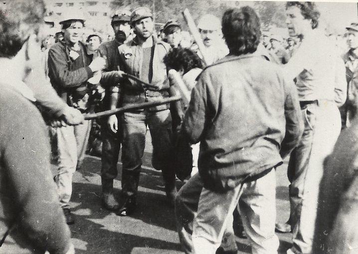 Viorel Ene am 14. Juni 1990 während Misshandlungen durch Bergarbeiter