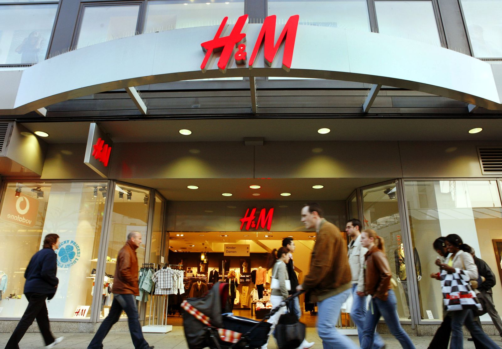 H&M steigert Gewinn - überraschend schwächere Verkäufe