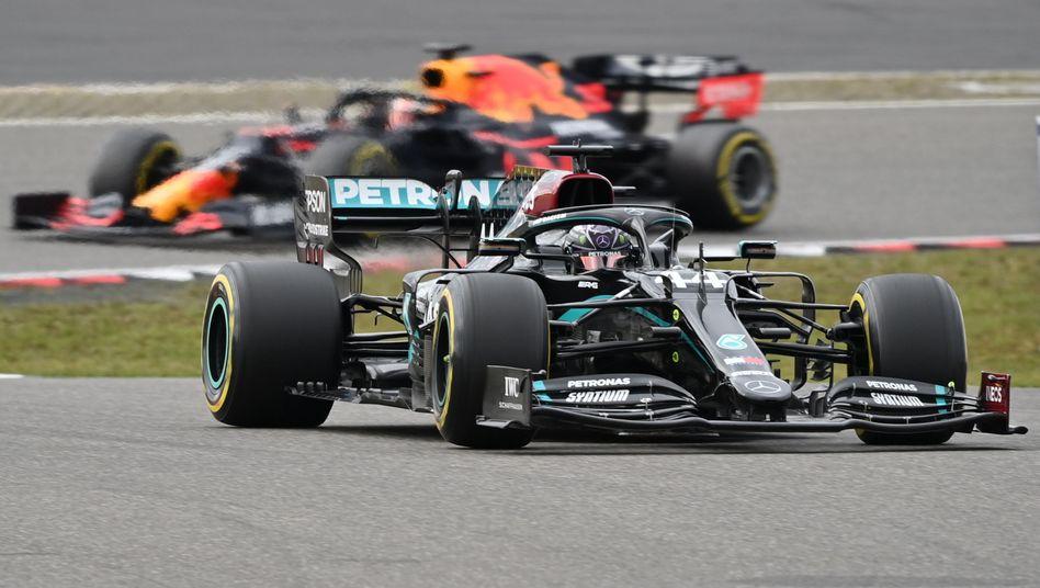 Lewis Hamilton vor Max Verstappen - dieses Bild verfolgten die Fans am Nürburgring den Großteil des Rennens
