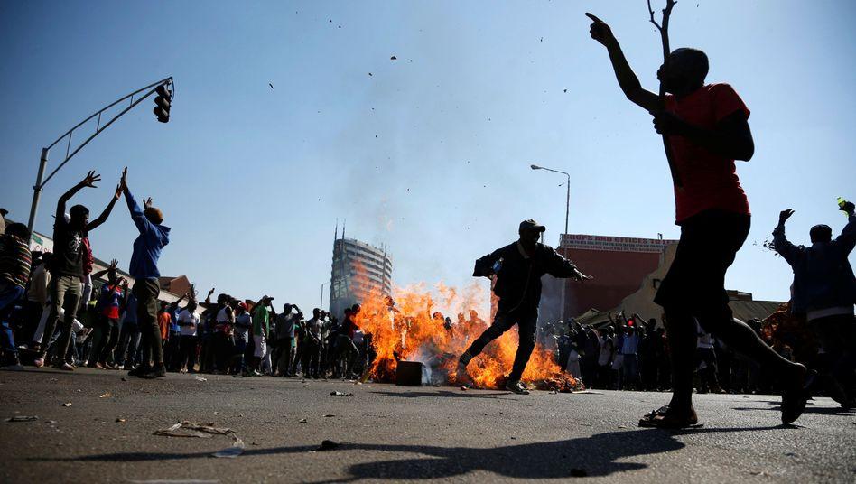 Chamisa-Anhänger demonstrieren gegen das Wahlergebnis