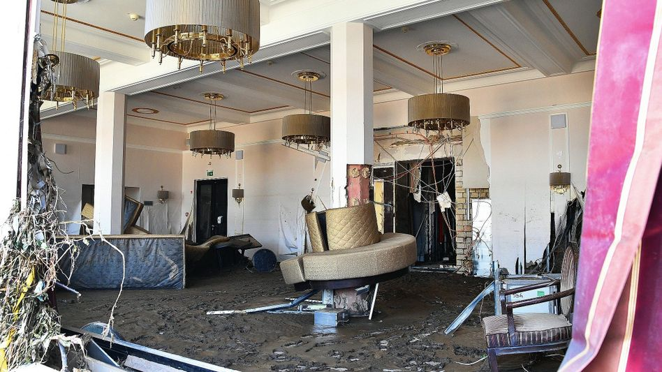 Zerstörte Hotelbar in Bad Neuenahr