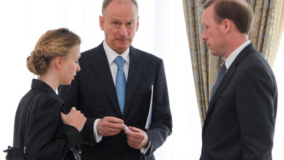 Nikolaj Patruschew (M.), Chef des russischen Sicherheitsrats, bei einem Treffen mit dem US-Sicherheitsberater Jake Sullivan (rechts) in Genf