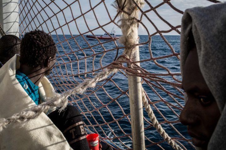 """Das Boot darf weiter nicht auslaufen: Migrant an Bord der """"Sea-Watch 3"""""""