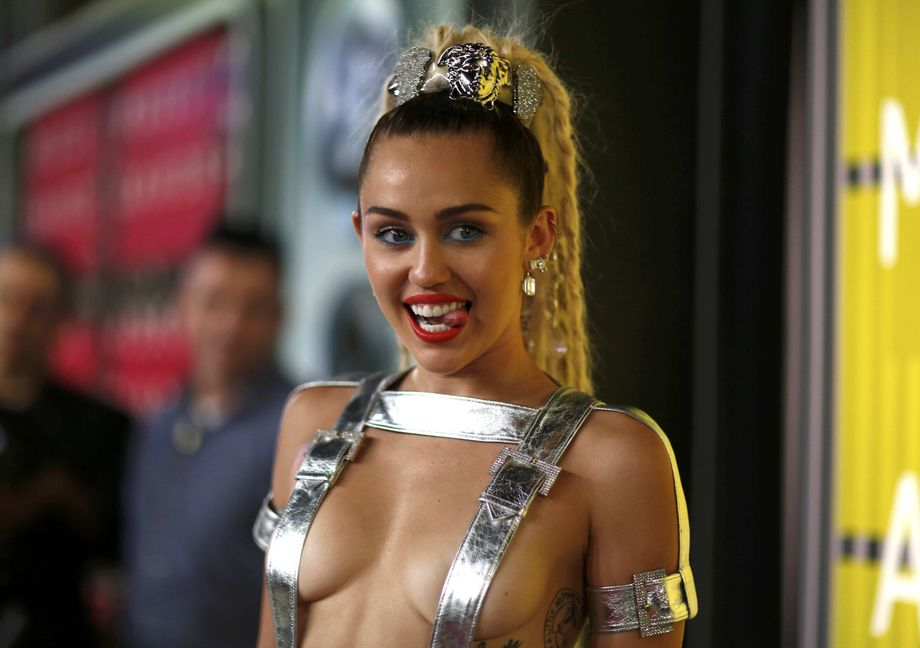Miley cyrus nackt auftritt