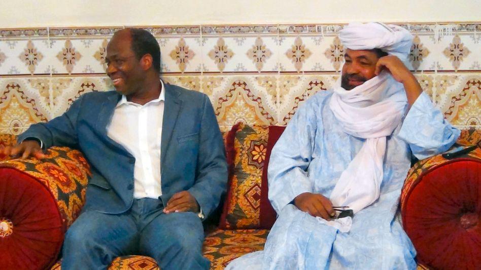 """Iyad Ag Ghali (rechts), mit dem Außenminister von Burkina Faso: """"Unser Mann"""""""