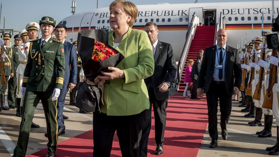 Merkel bei ihrer Ankunft in Peking