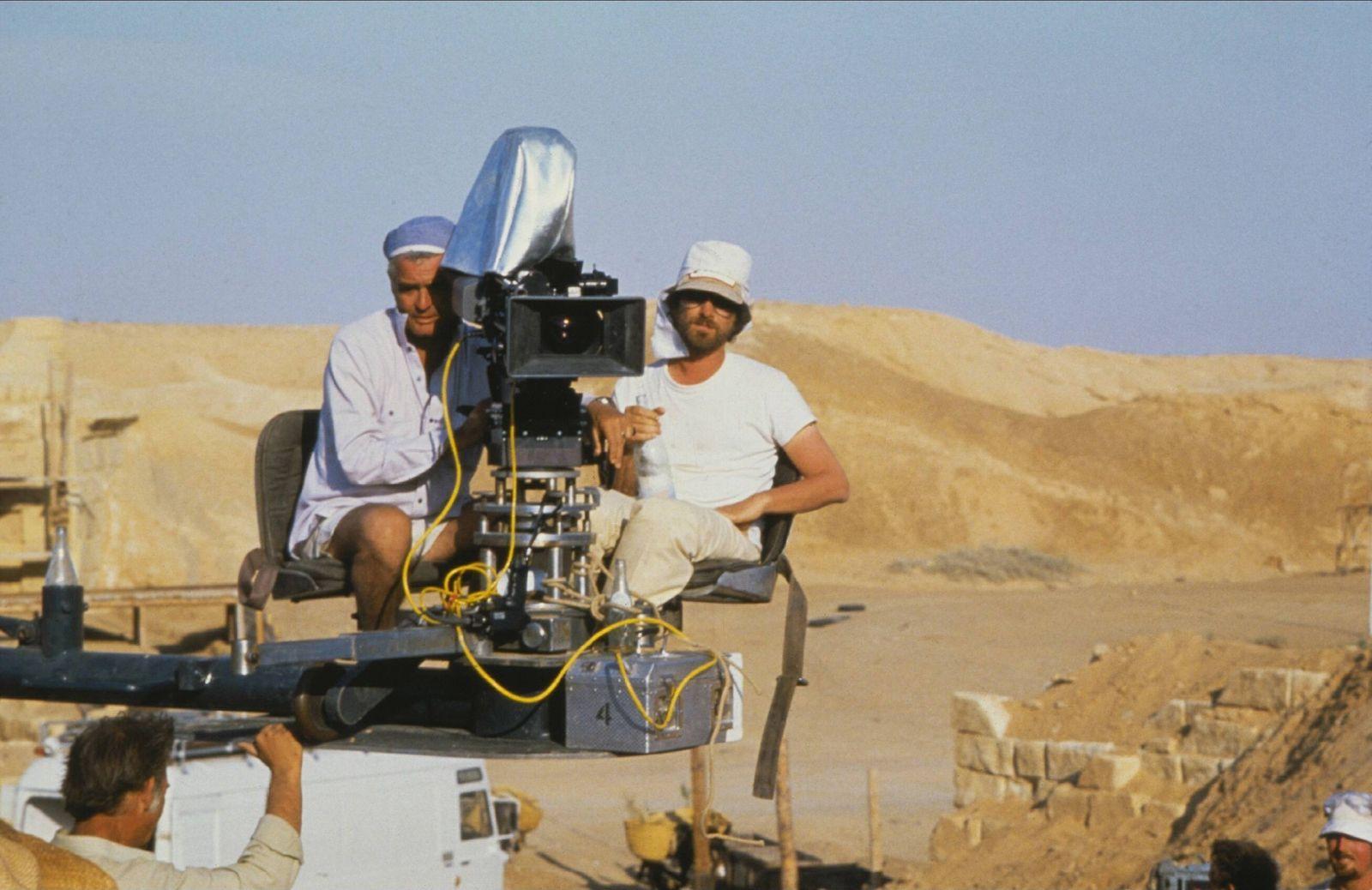 Douglas Slocombe & Steven Spielberg Film: Raiders Of The Lost Ark; Indiana Jones 1 (USA 1981) / Location: Tunesien (Tune