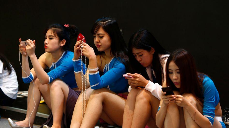 Chinesische Internetnutzerinnen (Archivbild): »Der chinesischen Jugend fehlen andere Idole«