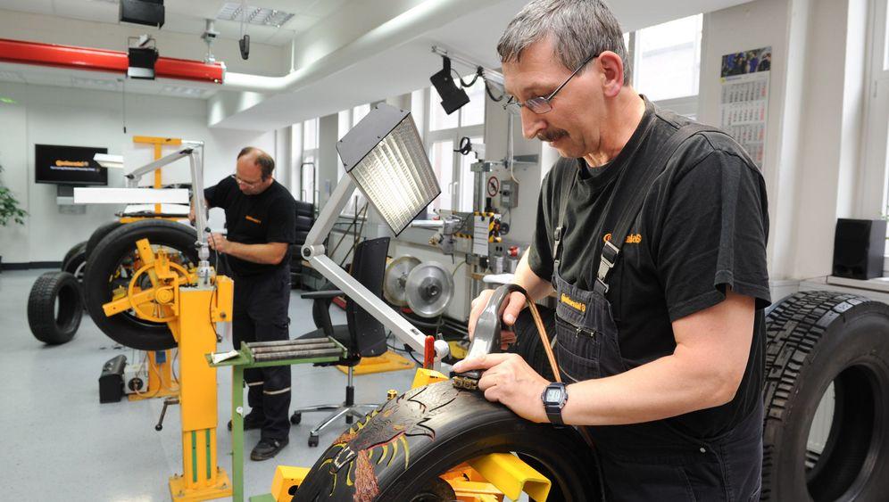 Von Beruf Reifenschnitzer: Der Drache fährt mit