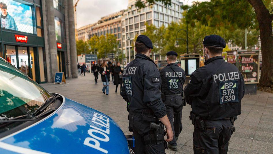 Die Bundespolizei half am vergangenen Wochenende bereits bei der Maskenkontrolle am Berliner Kurfürstendamm