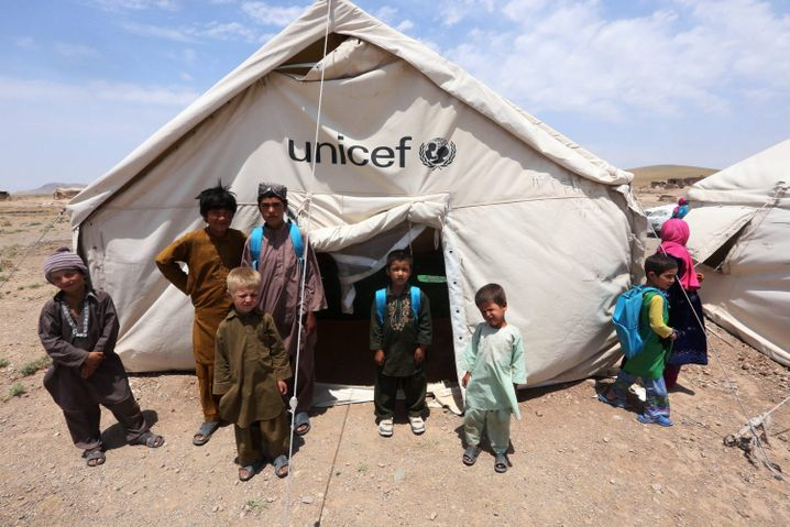 Provisorische Schule in Afghanistan: Unicef rechnet mit gestiegenen Spendeneinnahmen