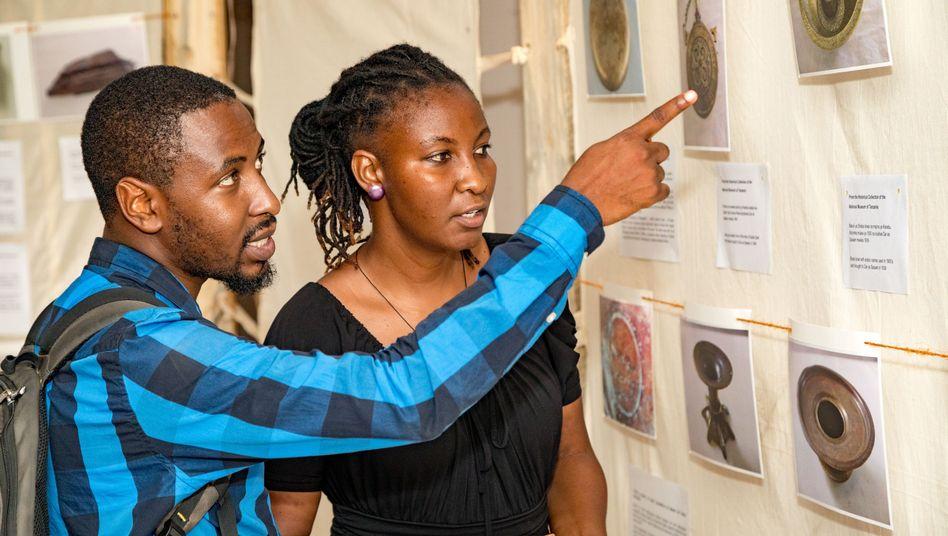"""Ausstellung """"Living Inside the Story"""" in Dar es Salaam über den Maji-Maji-Aufstand"""