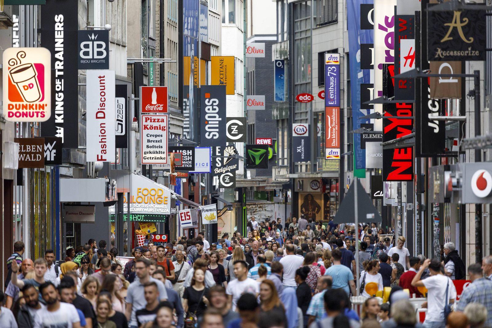 EINMALIGE VERWENDUNG Konsum Einkaufstraße Köln 2017