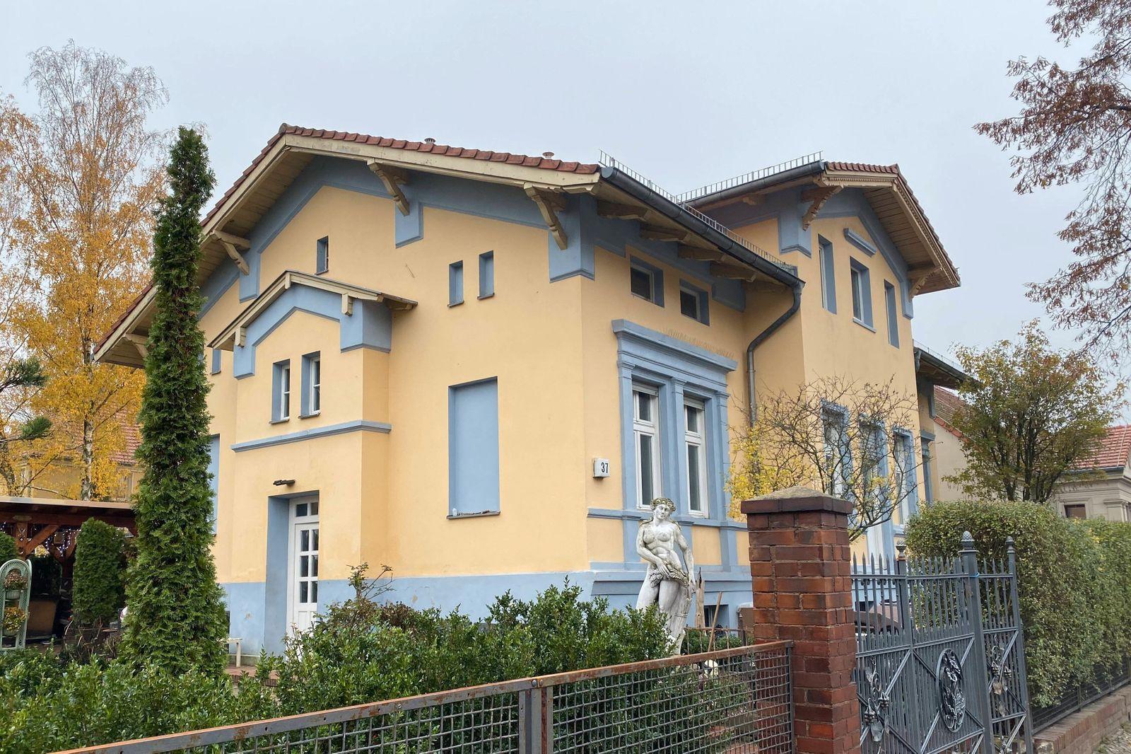 Berlin den 21.11.2019 Einfamilienhaus der Familie Remmo, Alt Buckow 37. Hinter dem Haus soll Familie Remmo ein weiteres