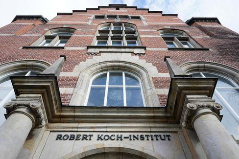 Daten des Robert Koch-Instituts vom Freitagmorgen: Auch in den vergangenen 24 Stunden wurden mehr als 2000 Corona-Neuinfektionen registriert