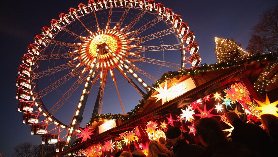 Weihnachtsmarkt am Alexanderplatz: Unbekannter verteilte Schnapsfläschchen