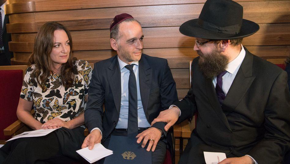 Natalia Wörner, Heiko Maas und Rabbiner Yehuda Teichtal beim Solidaritätsgebet