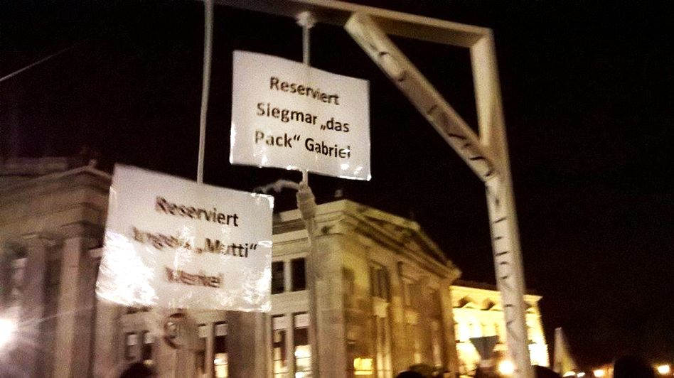 Drohungen gegen Politiker: Pegida-Demonstration im Oktober 2015 in Dresden