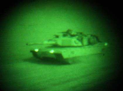 In den frühen Morgenstunden überquerte dieser amerikanische M1A1 Abrams-Panzer die kuweitisch-irakische Grenze
