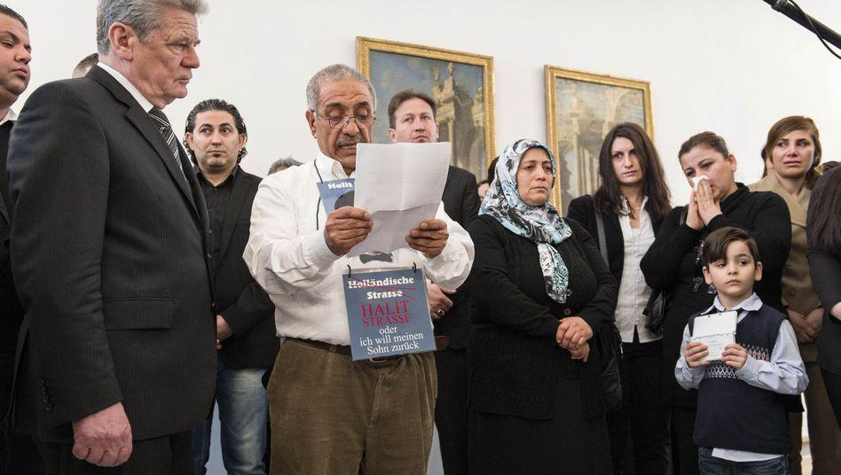 Bundespräsident Gauck mit Angehörigen der NSU-Opfer: Treffen im kleinsten Kreis
