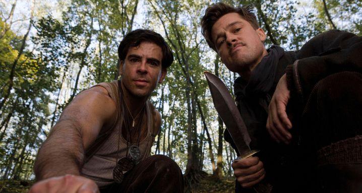 """Eli Roth und Brad Pitt in """"Inglourious Basterds"""": welche Haltung?"""