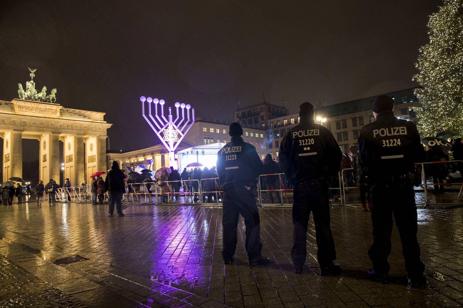 EINMALIGE VERWENDUNG NUR FÜR SPIEGEL Plus SP 51/2017, S.32 Antisemistismus / Chanukkafest STARTBILD