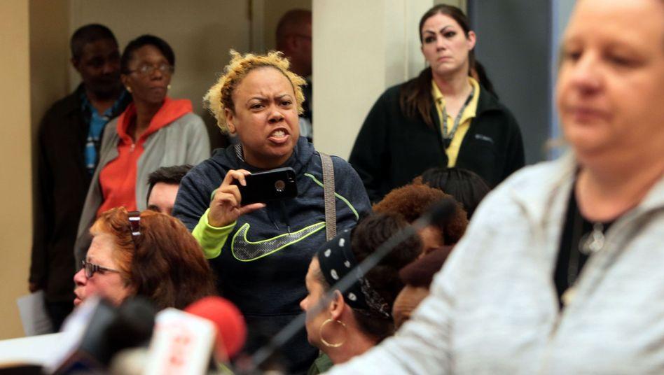 Stadtratssitzung in Ferguson: Alltäglicher Rassismus bei Polizei und vor Gericht